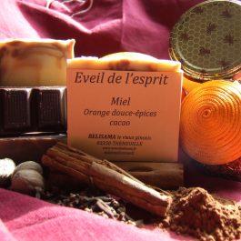 Éveil de l'esprit : Orange douce - Sauge - Muscade - Cannelle - Girofle - Cacao et miel